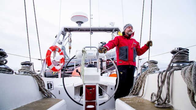 Équipe voilier de croisière arctique au Groenland