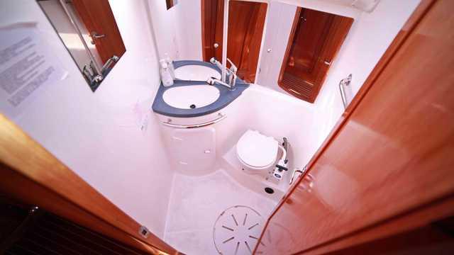 Salle de bain du voilier Humla