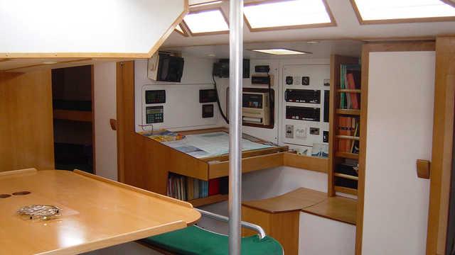Salon cabine voilier Esprit d'équipe