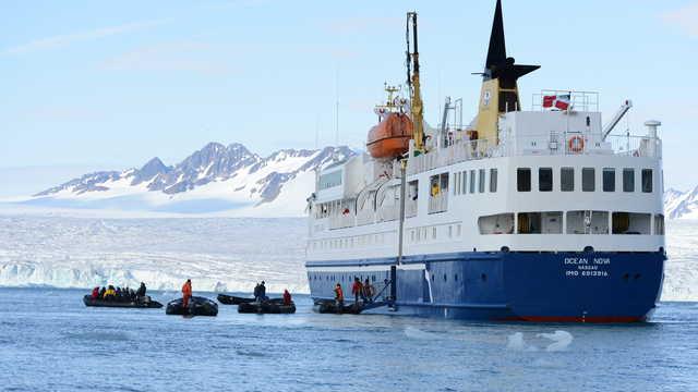 Voyage en bateau de croisière en Arctique