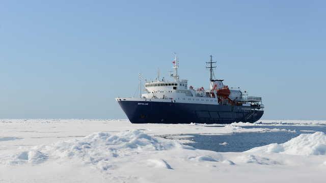 Voyage en bateau en Arctique