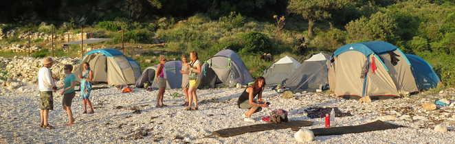 Bivouac dans une crique sauvage sur la presqu'île de Karaburun, Albanie