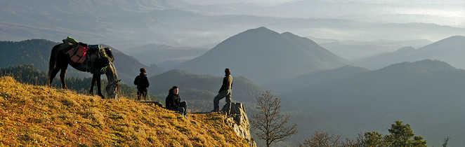 Contemplation de la vue en randonnée