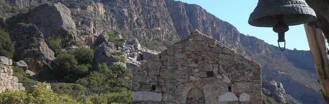 Crète eglise en pierre sur site de paleochora