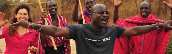Guide, voyageuse et Masaï au Kenya