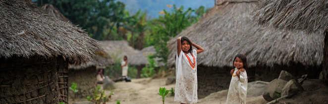 Enfants au village Kogi dans la Sierra Nevada