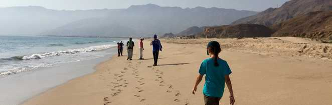 Rando sur la plage à Oman