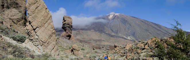 Randonneurs dans le parc du Teide à Ténérfie