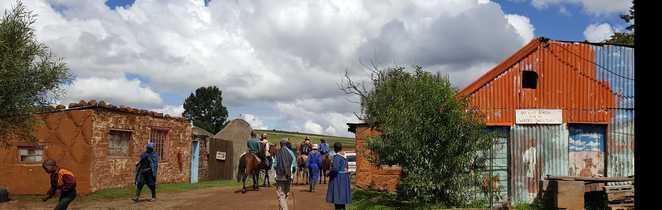 Village et habitants dans le Lesotho
