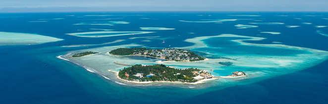 Vue-aérienne-d-un-atoll-aux-Maldives