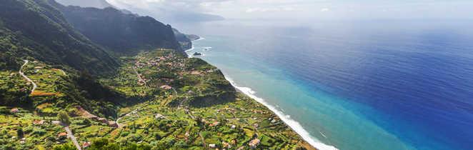 Vue panoramique sur Funchal à Madère