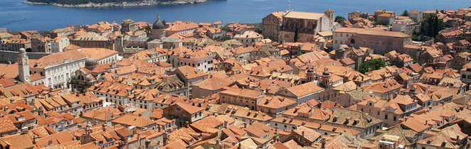 Vue sur la vieille ville de Dubrovnik depuis les remparts, Croatie
