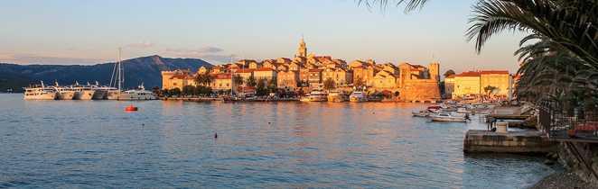Vue sur le centre médiéval de Korcula, Croatie
