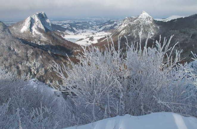 Auvergne, paysage enneigé de roche tuilliere