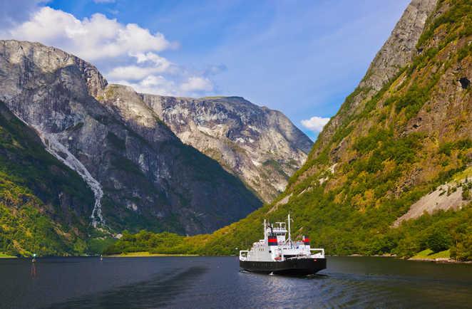Bateau dans le fjord du Sogneford en Norvège