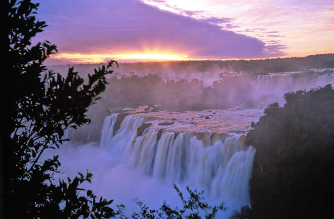 Coucher de soleil sur les chutes d'Iguaçu