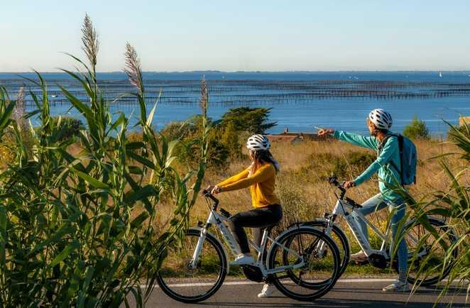 Couple à vélo Etang de Thau