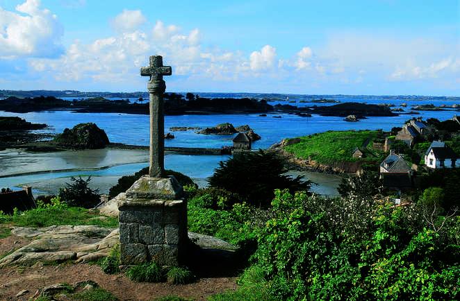 croix surplombant la mer