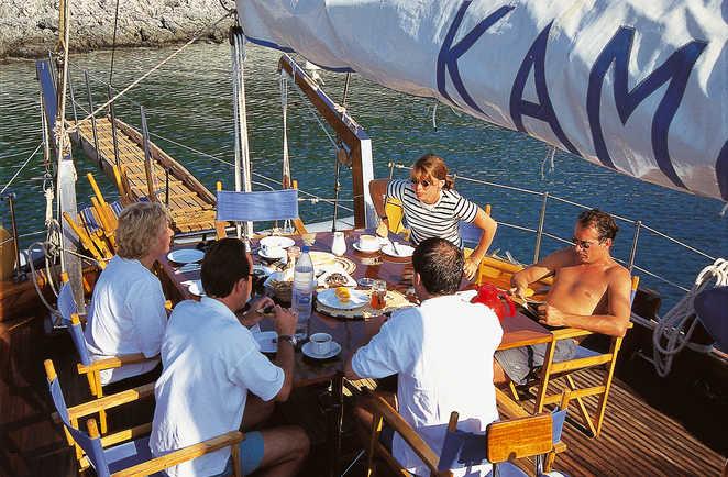 Déjeuner sur la Caïque sur la côte lycienne en Turquie