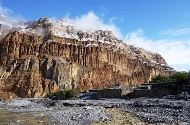 Falaises de la vallée de la Kali Gandaki, dans le Haut Mustang