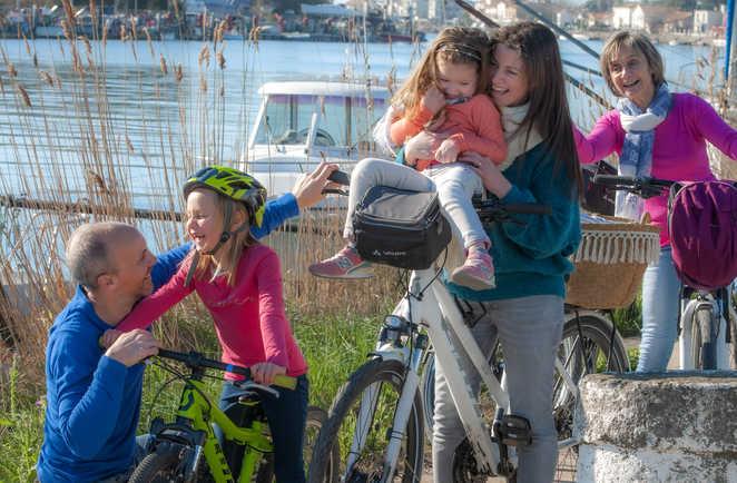 Famille à vélo sur le Bassin d'Arcachon