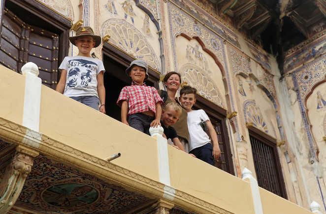 Famille visitant un palais, Rajasthan