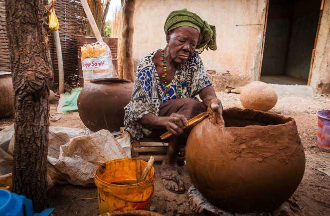 Femme de l'ethnie bedick dans le Sénégal oriental