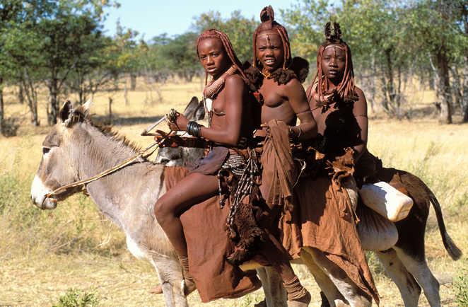 Femmes Himbas sur un âne