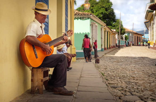 Guitariste cubain dans les rues de la Trinidad