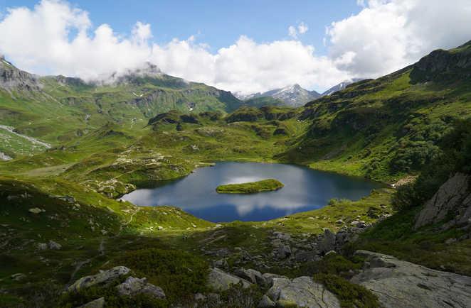 Lac de Pormenaz dans le massif des Aiguilles Rouges