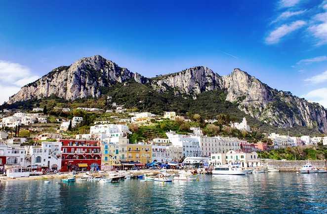 L'île de Capri vue du bateau