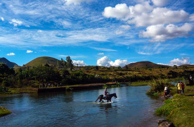 Madagascar à Cheval, passage à guet