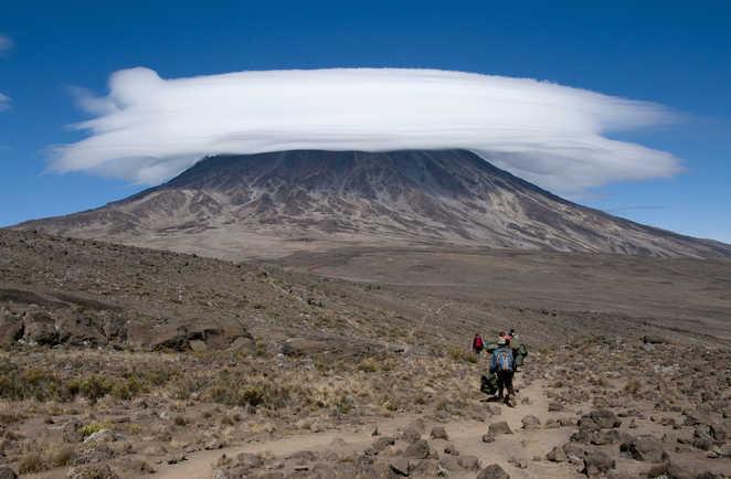 Nuage lenticulaire sur le massif du Kibo au Kilimandjaro