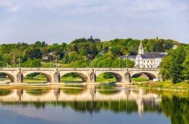 Pont Wilson enjambant la Loire à Tours, Val de Loire