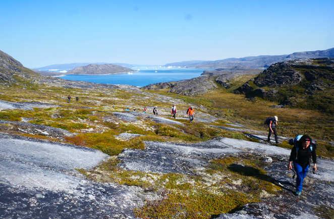 Randonnée dans la toundra au Groenland l'été