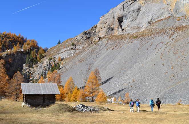 Randonneurs dans le Queyras en automne