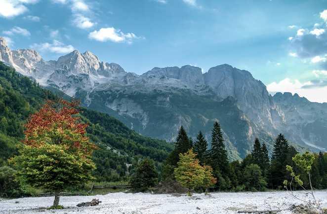 Vallée de Valbona dans les Alpes albanaises