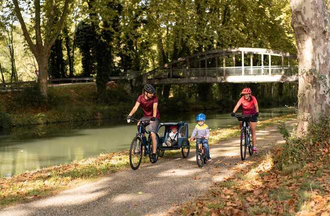 Vélo en famille au bord du canal du Midi