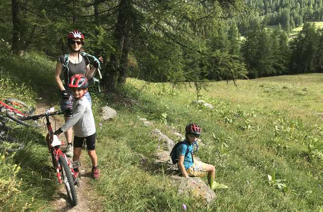 Vélo en famille dans le Queyras