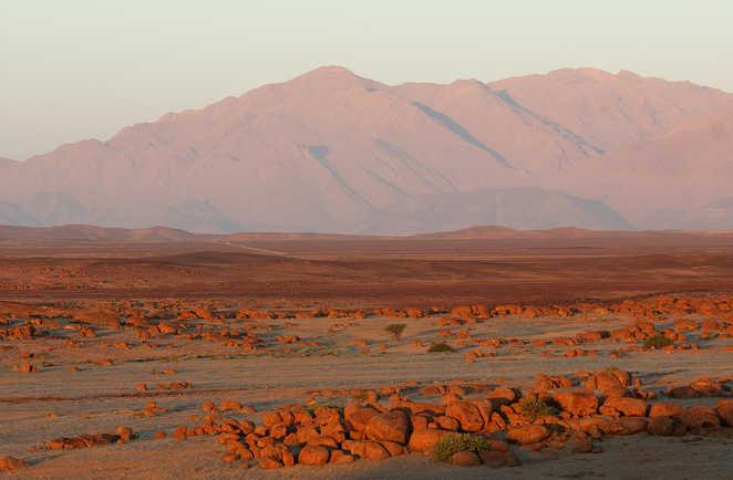 Vue au coucher du soleil sur le massif du Brandberg en Namibie