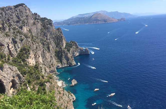 Vue panoramique depuis l'île de Capri en Italie