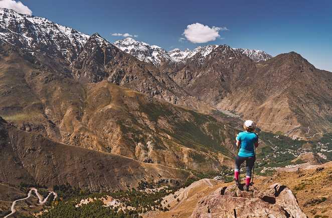 Vue sur le Toubkal depuis la vallée de l'Azaden, Maroc