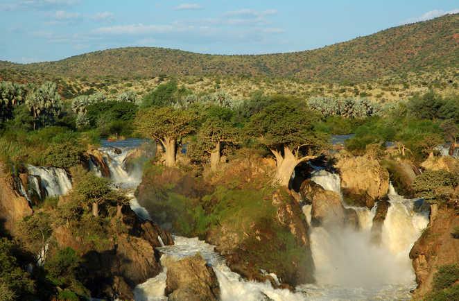 Vue sur les chutes d'Epupa dans la région du Kaokoland en Namibie